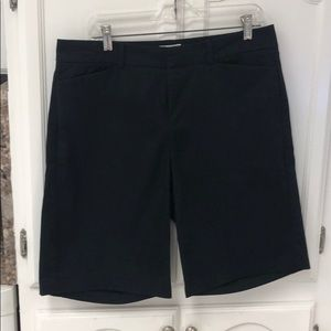 Women's dock or shorts size 12
